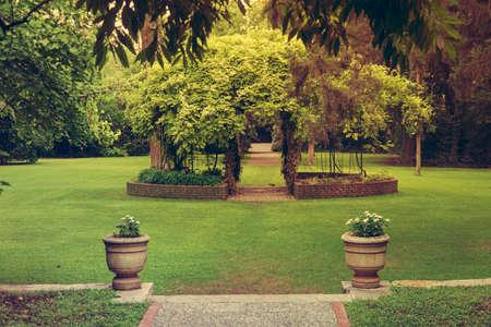 Schon #88617231   Schöne Weiße Blumen Und Pavillon Im Garten. Ähnliche Bilder