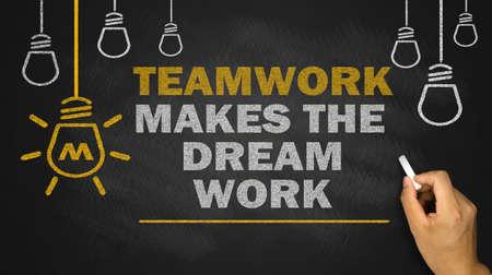 trabajo en equipo: el trabajo en equipo hace que el trabajo con los sue�os en la pizarra
