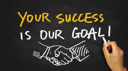 votre succès est notre objectif à la main sur le tableau noir