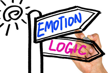 l�gica: emoci�n o se�al l�gica concepto de dibujo en la pizarra mano Foto de archivo