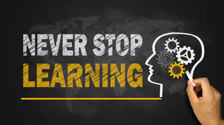 never stop learning concept on blackboard Banque d'images