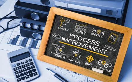 concept de l'amélioration des processus avec des éléments d'affaires