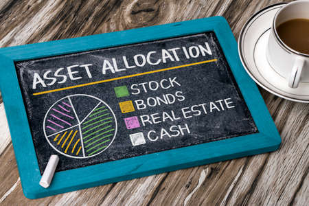 asset allocatie-concept grafiek op blackboard