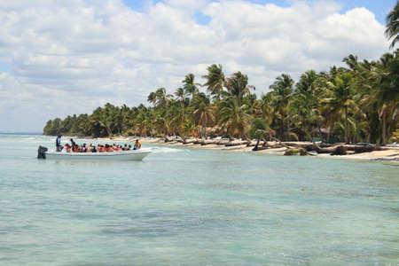 Plage des Caraïbes sur l'île de Saona, République dominicaine. Banque d'images - 44707692