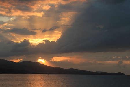 Coucher de soleil des Caraïbes en Jamaïque, plage Montego Bay Banque d'images - 54537738