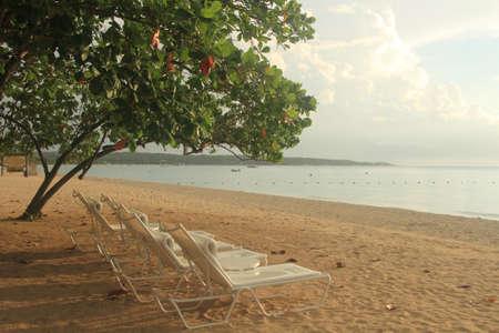 Belle plage des Caraïbes sur la Jamaïque Île Banque d'images - 65454673