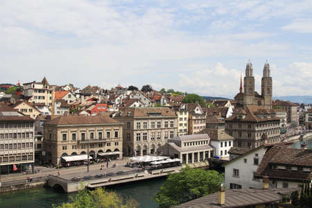 View of Zurich city center and river Limmat, Switzerland. Banque d'images - 103504518