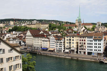 View of Zurich city center and river Limmat, Switzerland. Banque d'images - 103924295