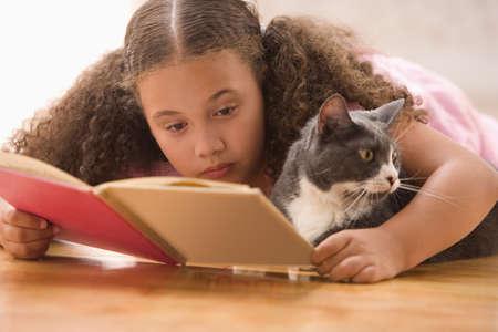 Dívka, kterým se kniha čtení s kočkou