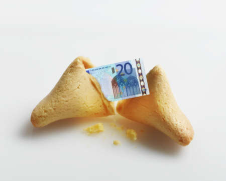 Broken fortune cookie with Euro inside LANG_EVOIMAGES