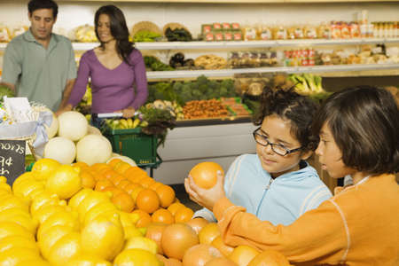 Hispanic family shopping in grocery store LANG_EVOIMAGES