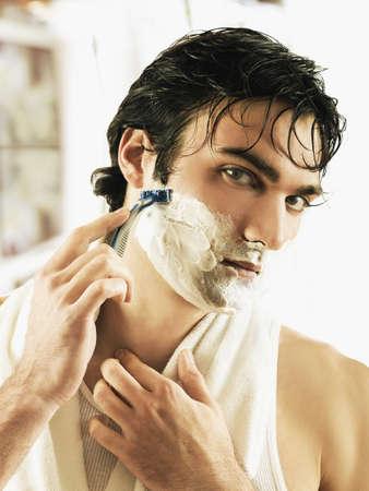 European man shaving face LANG_EVOIMAGES