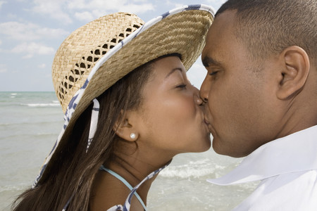 African couple kissing LANG_EVOIMAGES