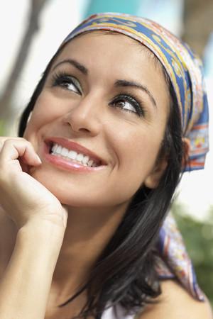 Hispanic woman looking up LANG_EVOIMAGES