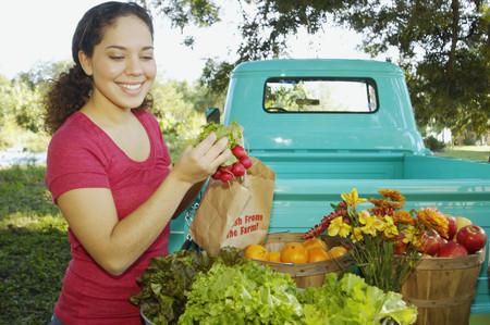 Hispanic women at organic farm stand LANG_EVOIMAGES
