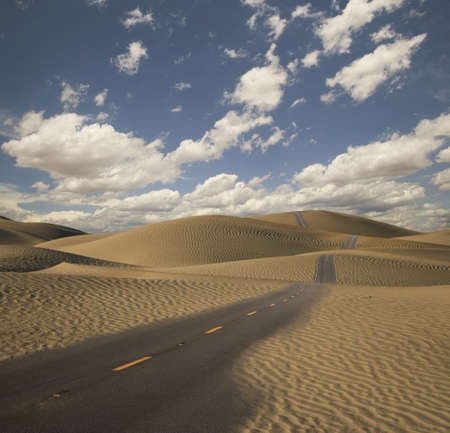 Paved road through desert LANG_EVOIMAGES
