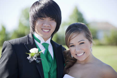 Smiling teenagers dressed for prom LANG_EVOIMAGES