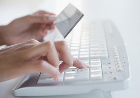 Cape Verdean woman shopping online with credit card LANG_EVOIMAGES