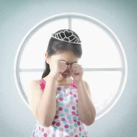 Chinese girl in tiara crying LANG_EVOIMAGES