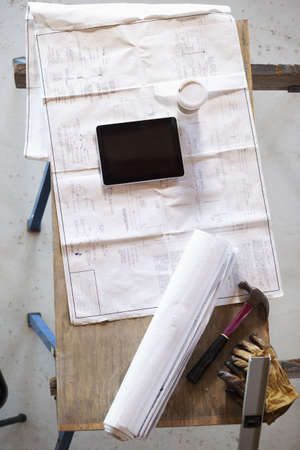 Table with blueprints, notebook and tools LANG_EVOIMAGES