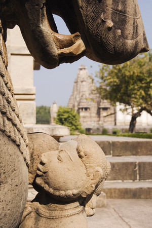 Statues in City Scene LANG_EVOIMAGES