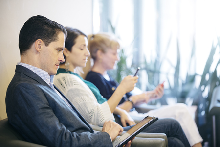 Business People Waiting In Office Lobby Banco de Imagens - 93093157