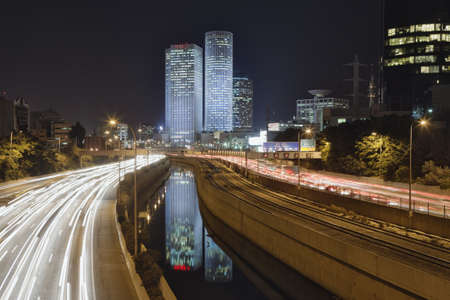 Streaking headlights and taillights of city commuter traffic LANG_EVOIMAGES