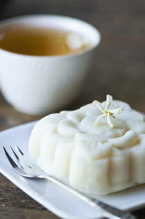 Close up of jasmine tea and rice cake LANG_EVOIMAGES