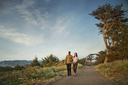 Couple walking on path in park LANG_EVOIMAGES