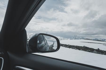 Car side-view mirror near winter landscape Banco de Imagens - 102038109