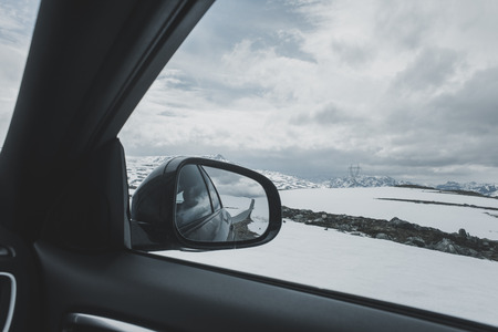 Car side-view mirror near winter landscape LANG_EVOIMAGES