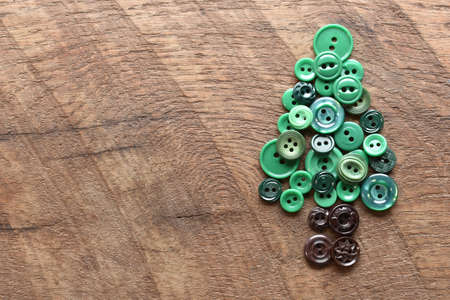 sewing buttons in the shape of an evergreen tree Stockfoto