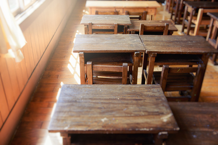 教室での勉強机。日本の小学校。 写真素材