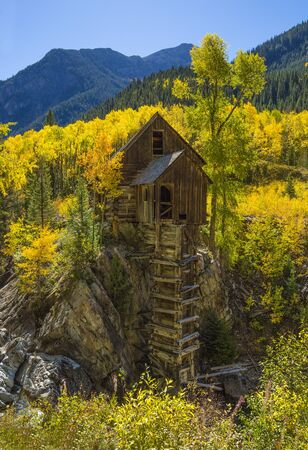 Crystal Mill in autumn, Rocky Mountains in Colorado Foto de archivo - 133571160