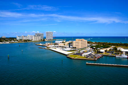 Port Everglades and Ft  Lauderdale in the back ground 免版税图像 - 22366603