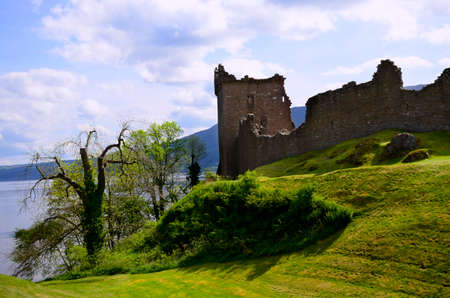 ness: Urquhart Castle in Scotland next to Loch Ness