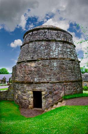 coop: A medieval pigeon coop or Doocot at Dirleton Castle, Scotland Editorial