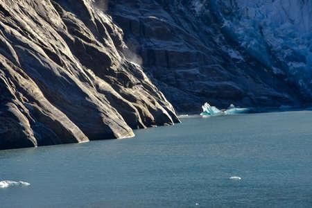 Blue icebergs floating near Sawer Glacier in Tracy Arm Fjord. 版權商用圖片
