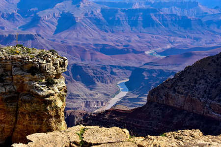 View of the Colorado River from the south rim and the Grand Canyon. Imagens