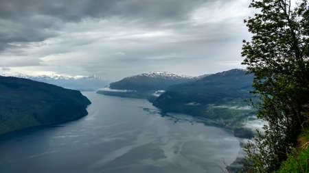 Cruising through the fjords going into Olden, Norway. Imagens