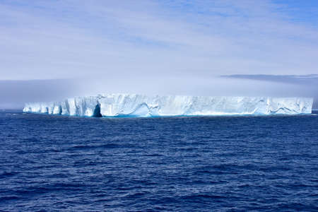 Large blue iceberg floating in Admiralty Bay, Antarctica. Standard-Bild