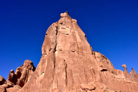 Red rocks against a blue sky at Arches National Park. Standard-Bild