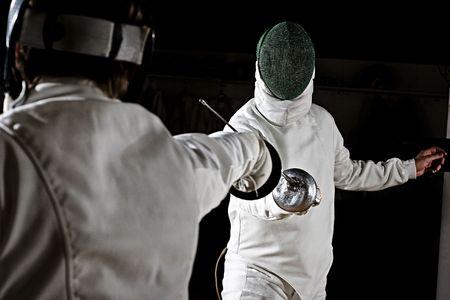 esgrima: espadachines de esgrima.  Foto de archivo