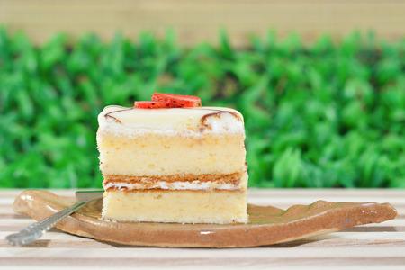 vanilla cake: Vanilla cake topping with strawberry Stock Photo