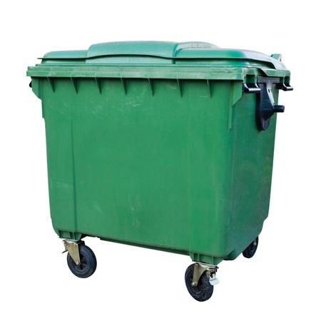 canecas de basura: Contenedor de reciclaje verde aislado en fondo blanco