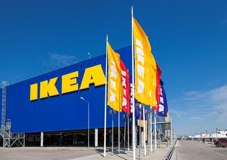 Samara, Rusland - 19 april 2014: IKEA Samara Store. IKEA is 's werelds grootste meubelfabrikant retailer en verkoopt klaar om meubels te monteren. Opgericht in Zweden in 1943 Redactioneel