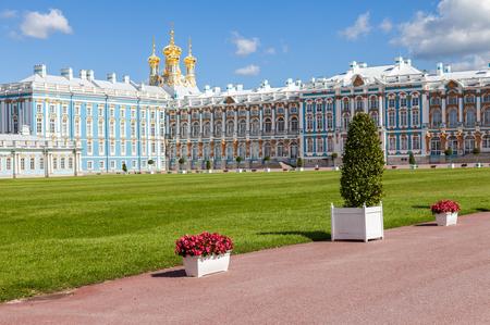 palacio ruso: San Petersburgo, Rusia - 04 de agosto 2015: Palacio de Catalina - la residencia de verano de los zares rusos. Ts�rskoye Selo, Rusia
