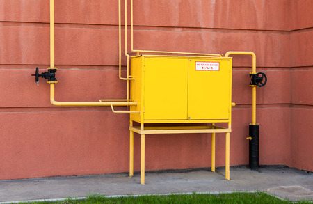 gas distribution: Gas distribution point in an apartment house. Text on russian: Flammable, gas