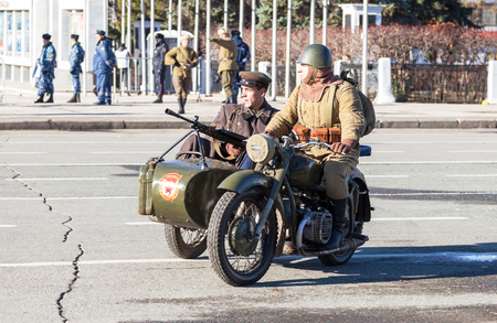 army soldier: SAMARA, RUSSIA - NOVEMBER 7, 2015: Reenactment of the battle near Moscow in 1941 at the Kuibyshev square Editorial