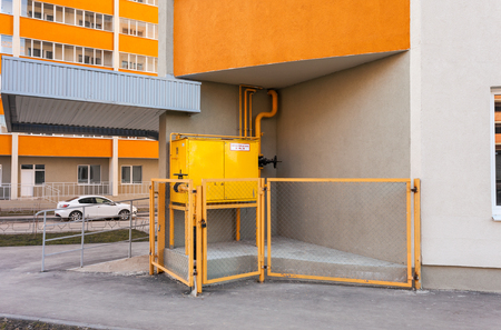 gas distribution: Gas distribution point in an apartment house. Text in russian: Flammable, gas